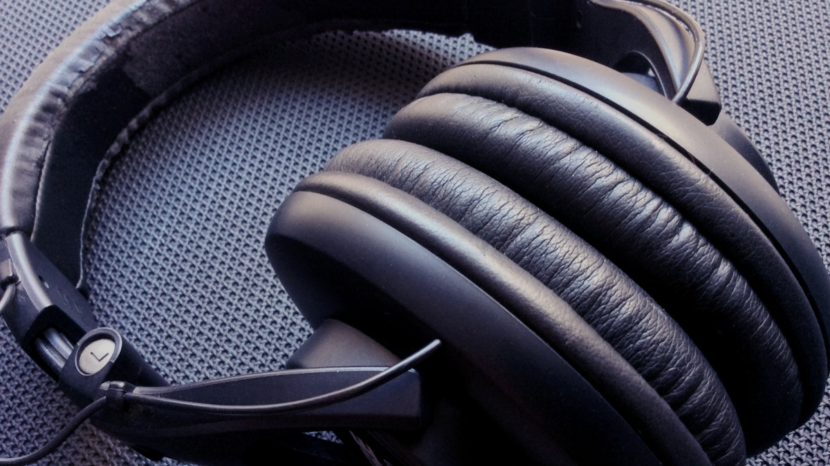 Fones de ouvido para criar música emcasa